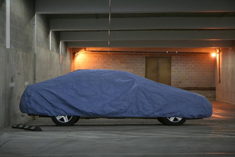 Cerada za avto nudi zaščito pred vremenskimi neprilikami